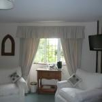 Looe-Liskeard-Cornwall-sitting-1275Sobey