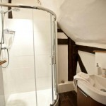 bed-and-breakfast-surrey-cranleigh-high-edser-bathroom-2046Franklin-Adams