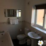 3377Ackerley_family_bathroom