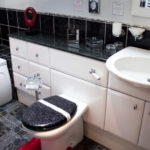 6040 Evans_xcarngli-bathroom